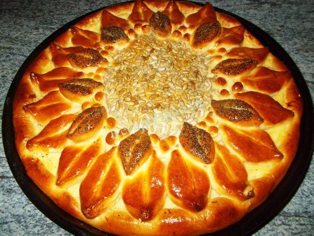 Довольно простой в исполнении и очень красивый пирог Подсолнух рецепт. Советую приготовить! Используем для него дрожжевое тесто. Тесто дрожжевое :