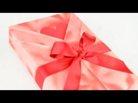 Ce qu'elle fait pour emballer le cadeau de sa maman est magnifique! Apprenez-le, c'est facile! - Idées cadeaux - Trucs et Bricolages