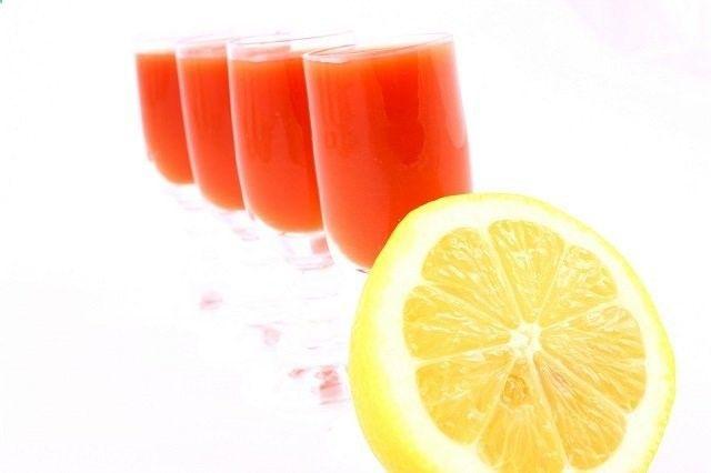 Ingredientes para preparar una jarra: 1 pedazo de papaya, no le quites las semillas ni la cáscara 1 durazno o manzana 2 dientes de ajo 1 betabel 1 plá