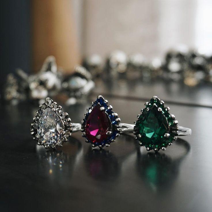 Anel Lágrima ( Safira Branca, Rubi e Esmeralda)  Prata Pura 925  / Todas as joias feitas à mão / Frete grátis para compras a partir de 450 reais/ Compre pelo site ( link na Bio). #prata925 #prata #germanoagustini