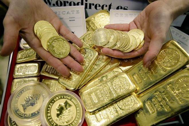 Hoy se dio a conocer que un francés heredó de un familiar fallecido, una casa que le tenía una muy grata sorpresa. Encontró escondidos un total de 100 kg. de oro. Según la nota publicada en El Mundo descubrió 500 piezas, dos barras de 12 kg. y 37 lingotes de 1 kg cada uno. El …