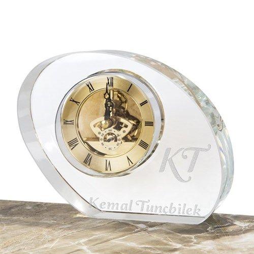 Üzerinde sevgilinizin ismi yazılı olan akrilik saat sevgiliniz için alacağınız mükemmel bir doğum günü hediyesi olacak.   http://www.buldumbuldum.com/hediye/kisiye_ozel_carkli_akrilik_saat/