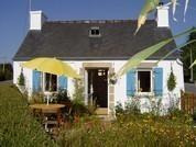 Charmante et cocoon petite maison bretonne aménagée en gîte 1, 2, 3 personnes située entre les Monts d'Arrée et la mer. Le gîte est un bon point de départ pour découvrir le patrimoine riche de la Bretagne intérieure tout en étant à moins de 30 min de la Baie de Morlaix. La maisonnette vous accueille en toutes saisons à petit prix. Tel 0298782578 Consultez notre site internet http://www.gitesenbretagne.net