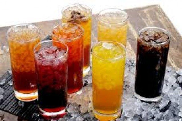 El Gobierno tiene previsto gravar las bebidas carbonatadas, así como retocar los impuestos al alcohol y al tabaco, han avanzado fuentes de algunos grupos parlamentarios. El ministro de Haci ...