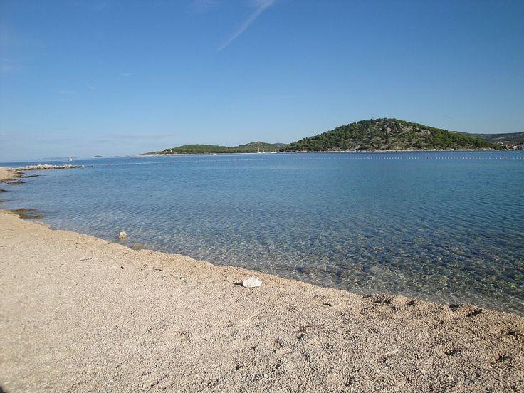 Location vacances maison Razanj: plage,5 min.a pied de la maison