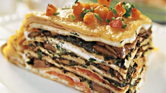 Блинные пироги, или как их ещё называют, блинчатые пироги  прекрасная альтернатива привычным блинам на Масленицу. Блинные пироги готовят из предварительно испеченных тонких бездрожжевых блинов: чем больше слоев, тем выше и сытнее будет готовое блюдо.