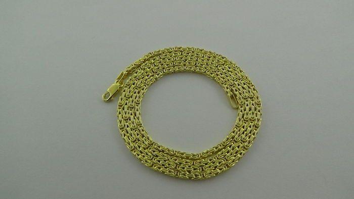 14k Geelgouden Koningsketting L 49.5 cm  gouden koningsketting uitgevoerd in 14 karaat goud. Gemerkt 585 en is extra verstevigd met een karabijn sluiting. Deze koningsketting is van een uitstekende kwaliteit De koningsschakel is één van de oudste nog steeds in gebruik zijnde schakels en werden al in de Byzantijnse periode gedragen. Vandaar dat men ook wel spreekt van Byzantijnse ketting. De ketting heeft de volgende afmeting: Lengte: 49.5 cm Dikte: 2 mm Gewicht: 6.25 gram Verkeert in…