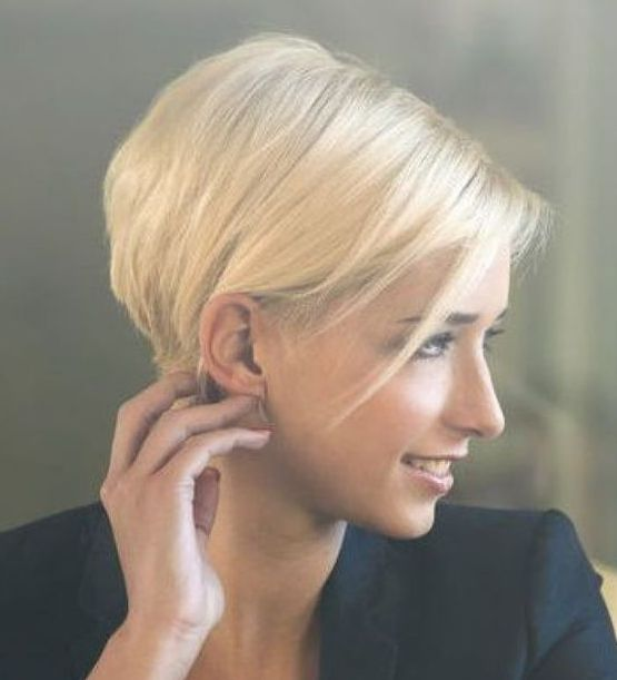 Coupe courte femme pixie cut vanity fair pinterest hair style haircuts and fashion hairstyles - Coupe undercut femme ...