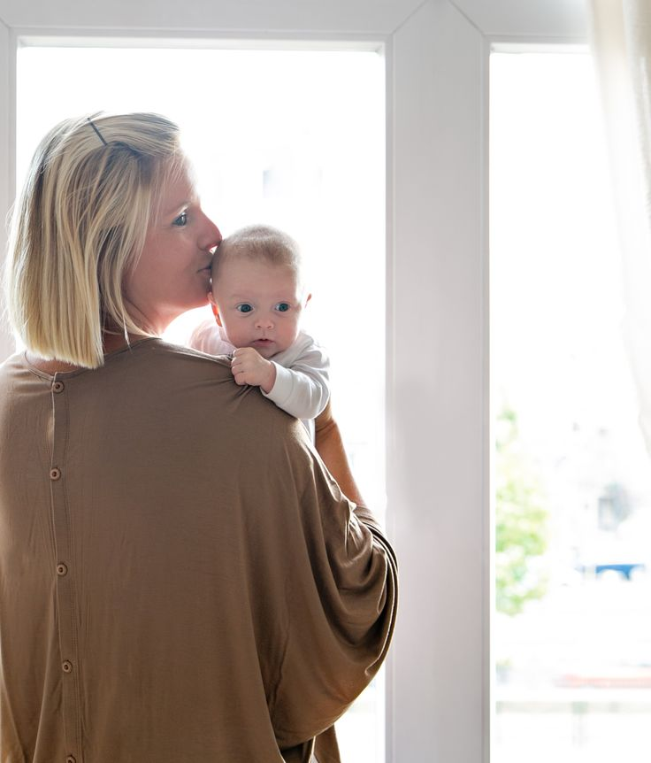 Flattering on all body types, our nursing cover is well cut to make sure you look effortlessly gorgeous whether you are pregnant, breastfeeding, or simply on the go.  Comes with our dust bag and beautiful gift box, it makes the most thoughtful gift for any new moms and moms-to-be.