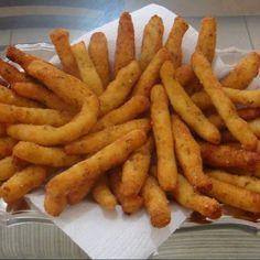 Bolinhos de babata frita.                                                                                                                                                                                 Mais
