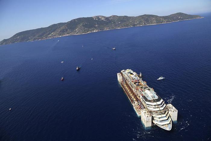A Costa Concordia üdülőhajó utolsó útja