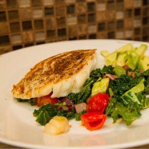 I dag gir jeg deg en svært enkel fiskeoppskrift som ikke tar mer enn ca 15 minutter å lage - Nemlig stekt torsk med tomatsalat.