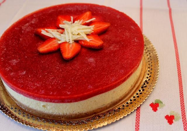 Irma la dolce: Torta di compleanno alla Crema Chantilly e Gelè di Fragole