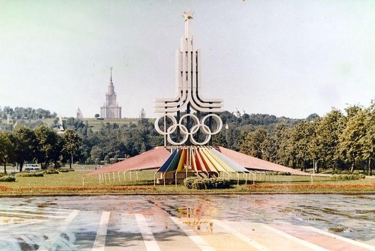 Сталинские высотки за рубежом http://kleinburd.ru/news/stalinskie-vysotki-za-rubezhom/  Советским архитекторам столичных небоскребов удалось создать оригинальные архитектурные решения, благодаря чему сталинские высотные здания получили специальное определение – сталинский ампир. В данный список вошли здания, как возведенные непосредственно при участии отечественных специалистов, так и созданные под влиянием сталинской архитектуры. И не стоит недооценивать этот опыт, ведь сталинские высотки –…