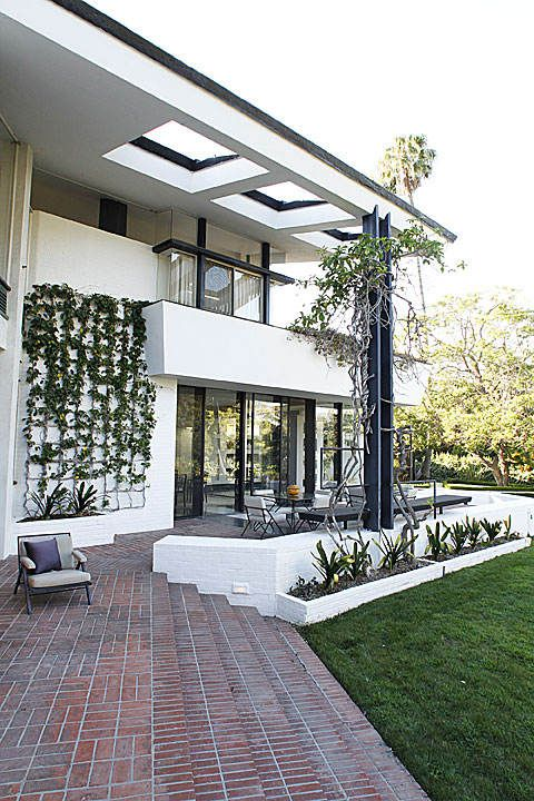 """The Sidney and Frances Brody estate, an 11,511-square-foot mansion set on more than 2 acres in Holmby Hills, brought together for the first time three Midcentury Modern masters. Architect A. Quincy Jones designed the house, decorator William """"Billy"""" Haines created the interiors, and for the garden, the Brodys chose the leading Southern California landscape architect of the era, Garrett Eckbo"""