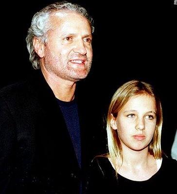 Gianni Versace y Allegra Beck.  En su testamento, Versace -asesinado en 1997- dejó el 50 % de su imperio de la moda a Allegra Beck, su sobrina, hija de Donatella. Al cumplir la mayoría de edad en 2004, Allegra heredó alrededor de 500 millones de dólares (50% de la compañía) del imperio de moda Versace.