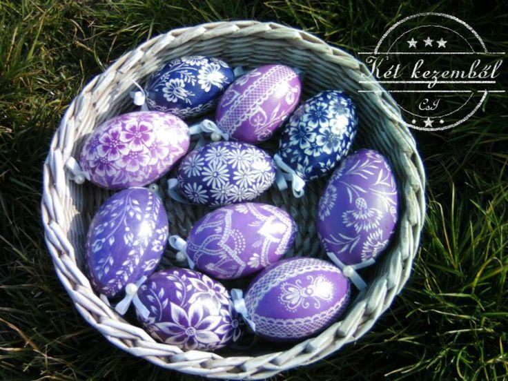 Karcolt tojások lilás árnyalatban