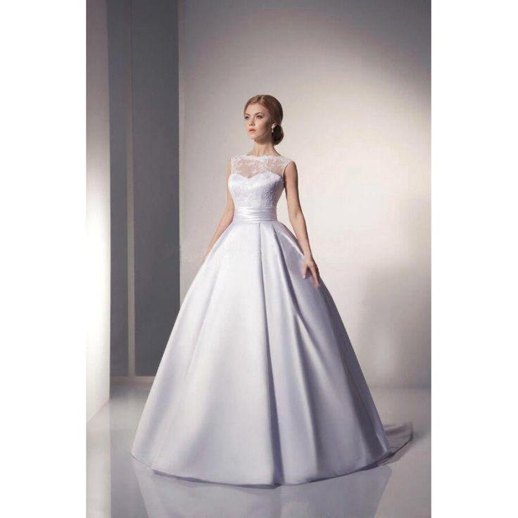 Saténové bílé svatební šaty s krajkovým korzetem. Elegantní model 2017.