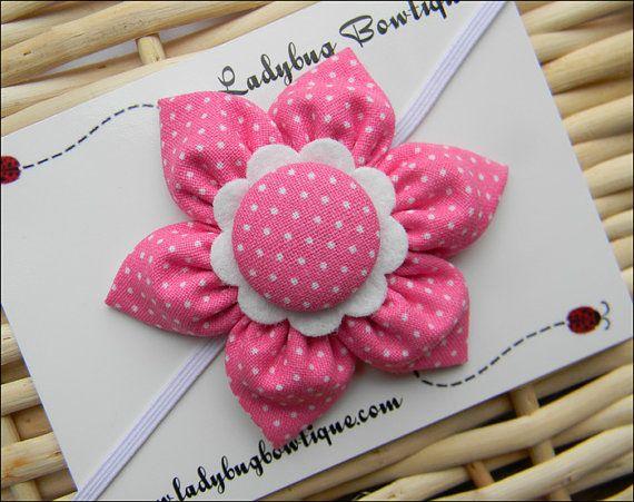Dulce de seis pétalos de tela flor pelo Clip o por LadybugBowtique