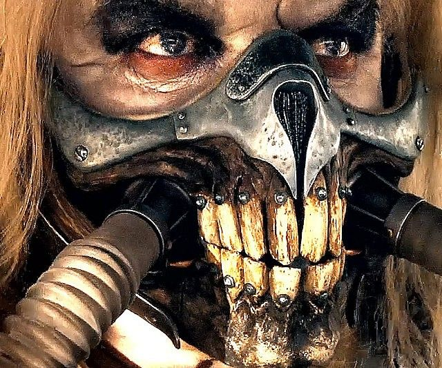Transform yourself into a ruthless post-apocalyptic gang leader using this Mad Max Immortan Joe mask. The mask is expertly sculpted by hand - covering  half your face - and looks just like Immortan Joe's metallic skull respirator.