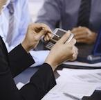Móvil es la nueva web. Esto significa que hay un mayor número de usuarios de la red móvil versus los usuarios de escritorio estándar. Esto significa que su público objetivo, su cliente principal, está ahora participando a través de su teléfono celular. Con más de 280 millones de suscriptores de telefonía móvil, es negligencia el no involucrarse en una campaña de marketing móvil. Esto es lo que usted necesi