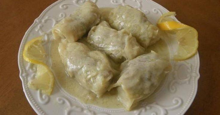 Εξαιρετική συνταγή για Λαχανοντολμάδες παραδοσιακοί. Ένα απλό παραδοσιακά φτιαγμένο φαγητό. Λίγα μυστικά ακόμα Δοκιμάστε τούς ντολμάδες ετσι οπως τούς εκαναν οι γιαγιάδες μας με απλό παραδοσιακό τρόπο.Καλή επιτυχία