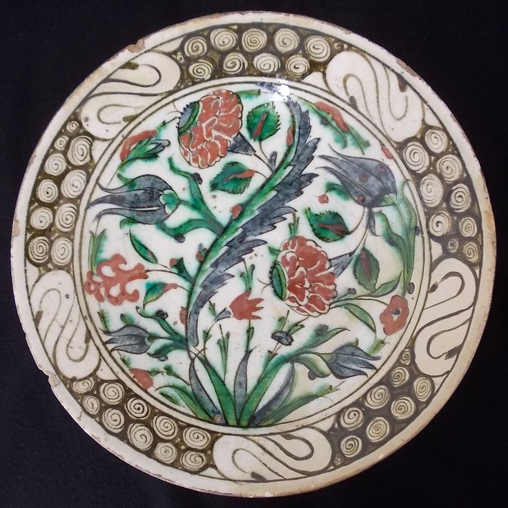 Iznik Polychrome Pottery Dish  Ottoman Turkey, Islamic ceramics, 16-17th century Dimensions: 26 cm x 5 cm, 10.2 in x 2 in