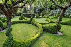 grüne garten gestaltung ideen bäume hecke rasen pflegen