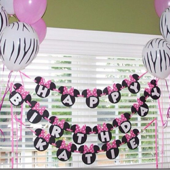 One of my friends that has a girl better have a Minnie Mouse party...I want to make this with my cricuit!! Minnie Mouse Birthday Banner