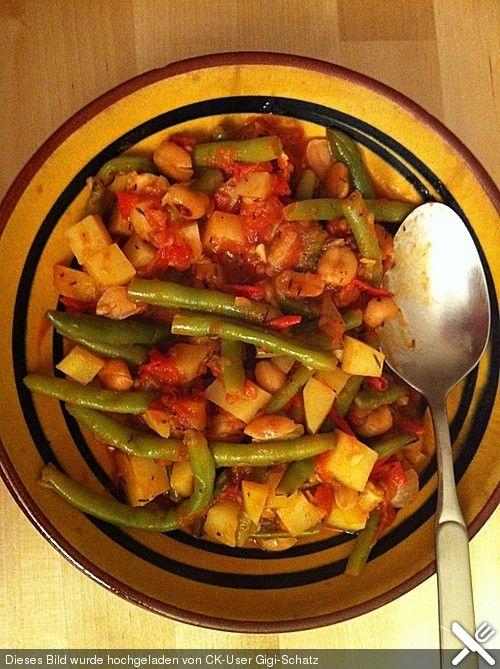 Afrikanischer Gemüsetopf mit Bohnen, Kartoffeln, Tomaten sowie Erdnüssen & Erdnussbutter - vegetarisch, vegan, glutenfrei
