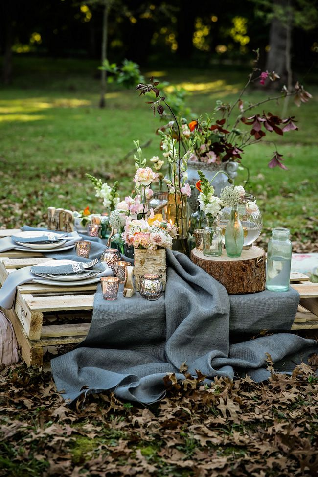 a pretty pallet picnic table using grey hessian burlap runner filled with rustic decor elements