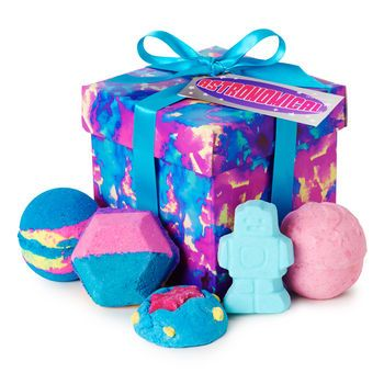 Astronomical Gift: Four bath bombs and a bubble bar made to give you the time and space you need to re-energize your mind and body.