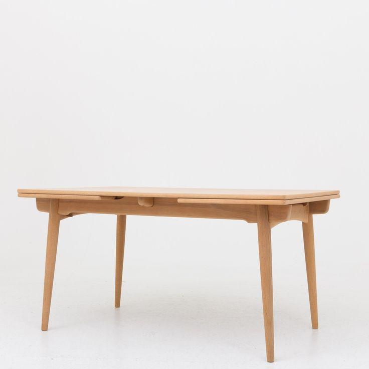 AT 312 - Dining table in solid oak