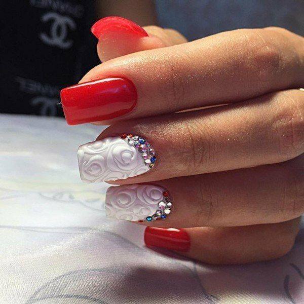 Свадебный двухцветный объемный маникюр с рисунком и со стразами на средние ногти; бежевый лак; 3D дизайн ногтей; wedding  bicolour nails with rhinestones; wedding manicure; white and red nail polish; manicure with a pattern; middle nails; wedding nails design; 3D design nails