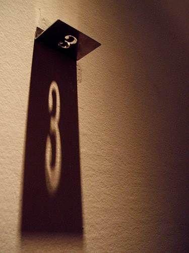 เทคนิคการวางแสงและเงาเท่ๆ ลองนำ ไปทำเป็นป้ายเลขที่บ้าน วางทิศทาง แสงดีๆ น่าสนใจนะครับ :) #idea #address #number #apinspire