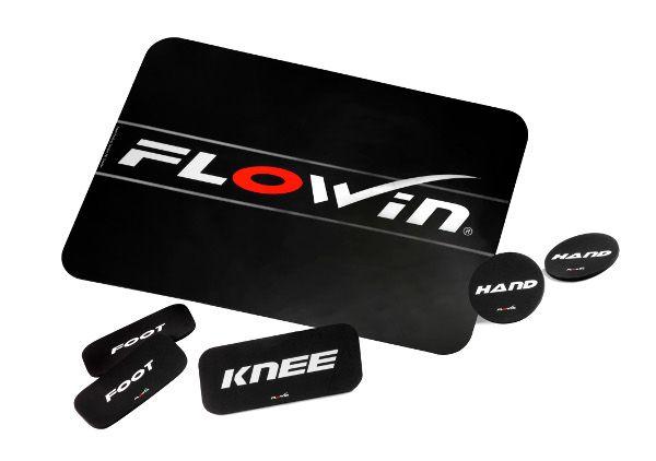 Flowin Pro  Description: FLOWIN Friction Training wordt uitgevoerd op een FLOWIN Friction Plate. Het gladde oppervlak van de FLOWIN Friction Plate vormt de basis van de training. Met behulp van de workout pads kunnen er bewegingen over de Friction Plate worden uitgevoerd waarbij de core spieren stabiliseren om bewegingen beheerst te laten verlopen. De weerstand die je ervaart tijdens de oefening kan variëren door gebruik te maken van verschillende bewegingspatronen contactpunten snelheden en…