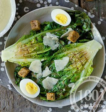 Салат Цезарь с салатом ромэн на гриле