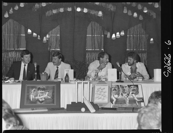 325653PD: Variety Club of W.A. auction cricket memorabilia for charity, 11 October 1984 http://purl.slwa.wa.gov.au/slwa_b3165614_2