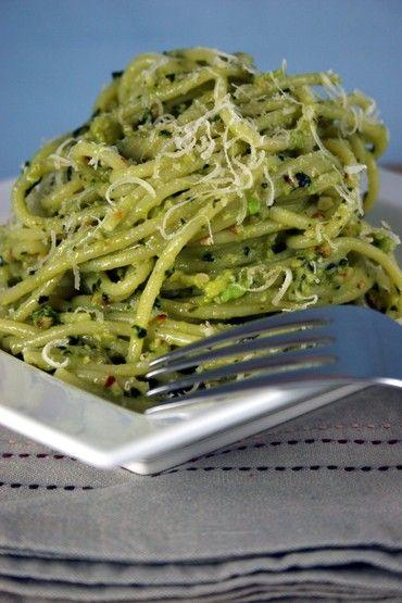 Spaghetti with avocado & cashew pesto