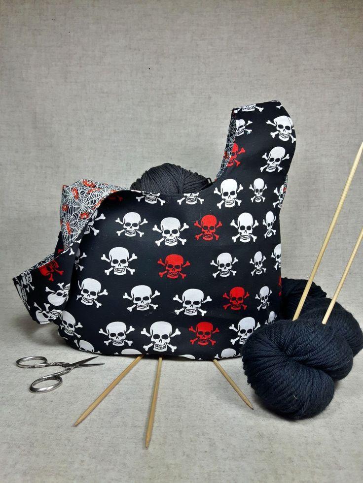 Projekttasche für Strickzeug, Wendetasche mit Skulls und Spinnennetz, Spinne, fluoriszierend, Knotentasche schwarz, Totenköpfe