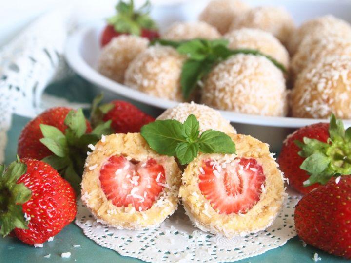 Десертные шарики с клубникой - пошаговый рецепт с фото - как приготовить - ингредиенты, состав, время приготовления - Леди Mail.Ru
