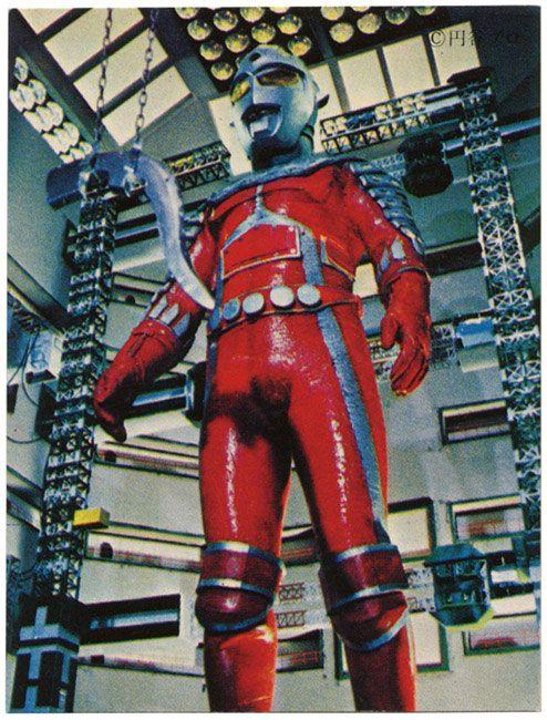 O falso Ultraseven, robô que aparece em um episódio antológico escrito por Shinichi Ichikawa.