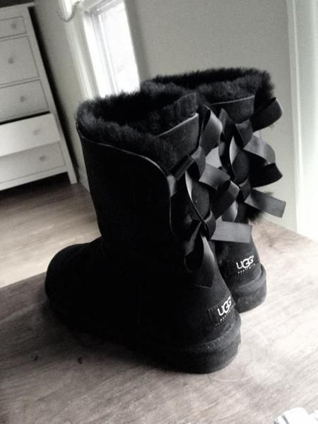I found 'Bailey Bow Uggs' on Wish, check it out!