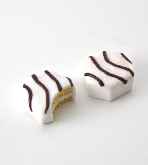 The snack cake. A bit of an oxymoron isnt it? Your dolls will love these in their lunch boxes, as a dessert, or as an afternoon snack. Two zebra cakes,