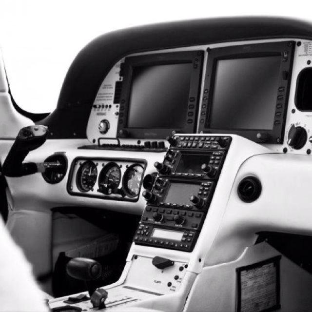 Cirrus SR22, Garmin cockpit