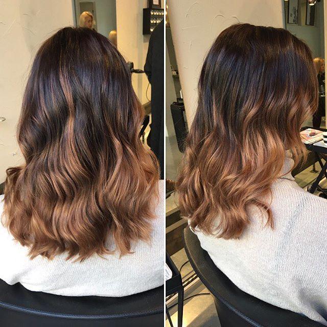 Vahvemmalla kontrastilla olevaa liukuväri ombrea tummaan pohjaan  #dipdye #ombrehair #hairbyelisa #hairoftheday #elyciaturku #turku #hairdesignfactory #ghdcurve #curlyhair #balayagehighlights #balayage