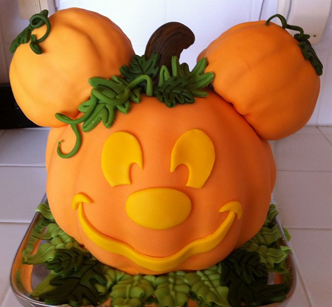 Mickey Mouse pumpkin cake - so cute for Halloween!