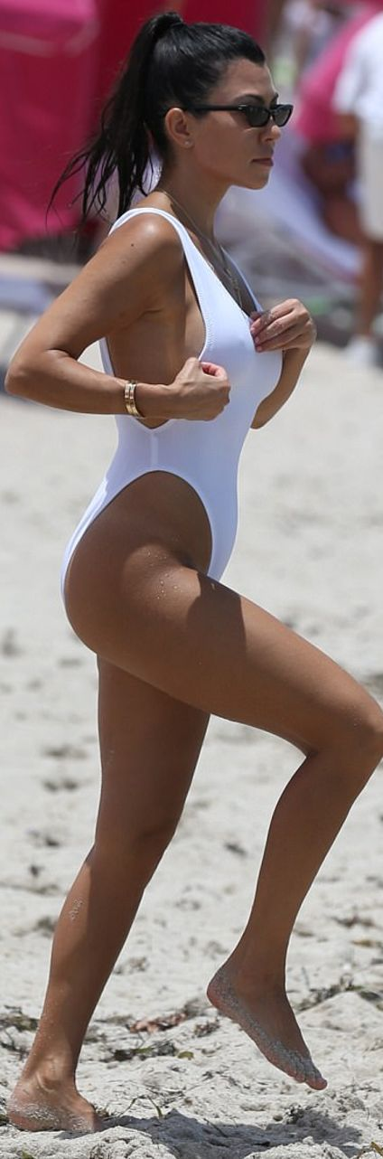 Who made Kourtney Kardashian's white swimsuit and gold jewelry?