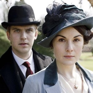 Dan Stevens and Michelle Dockery as Matthew and Mary