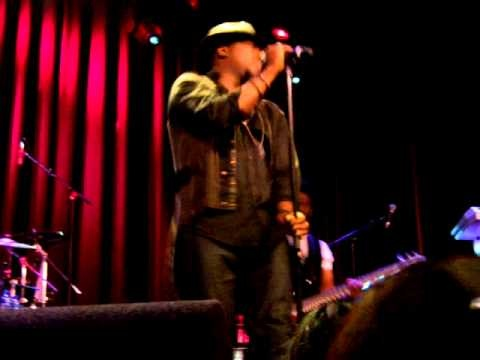 Yesterday I went to the Anthony Hamilton concert @ Milkyway Amsterdam. Mr. Hamilton and his live band blew me away!!! We got woo'd, taken to church, the energy was more than amazing ... <3 #Back2Love